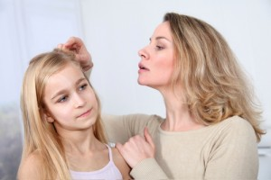 Can I use natural ways to treat lice?